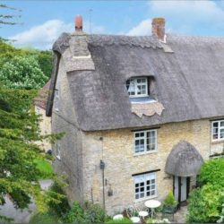 Thatched holiday cottage brackley