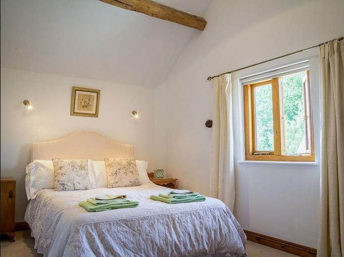 Double room at holiday cottage near Bromyard