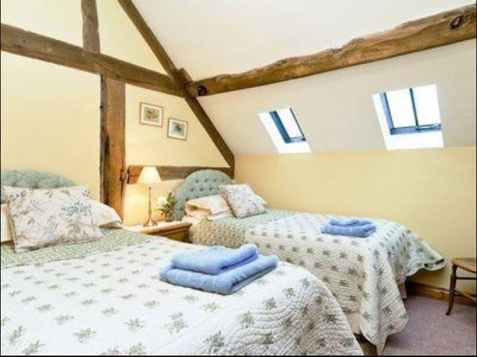 Twin room at holiday cottage Bromyard