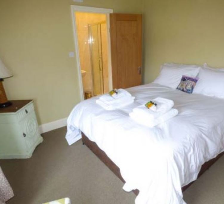 Double room with en suite at holiday home Bromyard