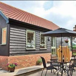 Chestnut Cottage Diss holiday bungalow