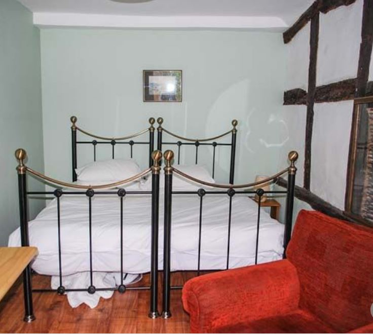 Double-twin room at large party self catering Herefordshire