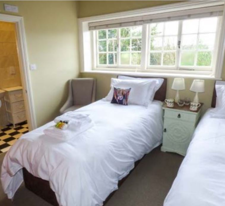 Twin room with en-suite at holiday cottage Bromyard